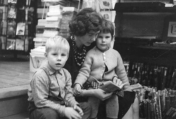 Jørgen Balle Olesen med sin mor og søster