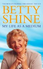 My Life As a Medium af Betty Shine