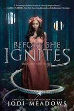 Before She Ignites (Fallen Isles, nr. 1)