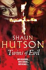 Twins of Evil af Shaun Hutson