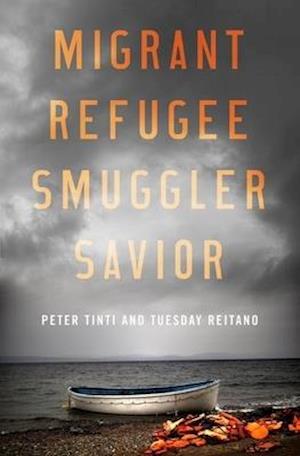 Bog, hardback Migrant, Refugee, Smuggler, Savior af Peter Tinti