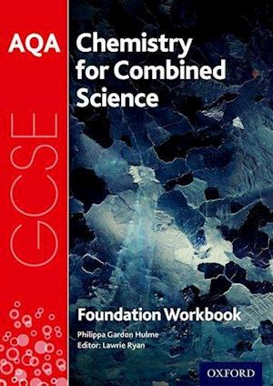 Bog, paperback AQA GCSE Chemistry for Combined Science (Trilogy) Workbook: Foundation af Philippa Gardom-Hulme