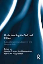 Understanding the Self and Others af Gordon Sammut