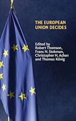 The European Union Decides af Thrainn Eggertsson, Randall Calvert, Christopher H Achen