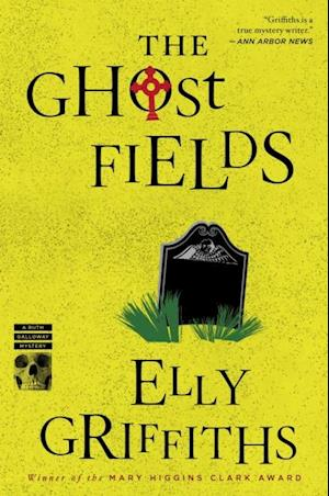 Ghost Fields af Elly Griffiths