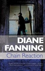 Chain Reaction (A Lucinda Pierce Mystery, nr. 7)