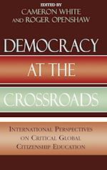 Democracy at the Crossroads af Hiromitsu Inokuchi, John Codd, Susan Gibson