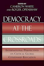 Democracy at the Crossroads af Hiromitsu Inokuchi, John Codd, Joe Bishop