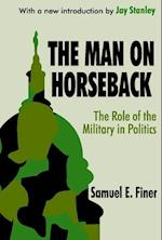 The Man on Horseback af S. E. Finer, Samuel E. Finer