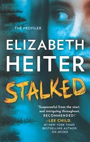 Bog, paperback Stalked af Elizabeth Heiter