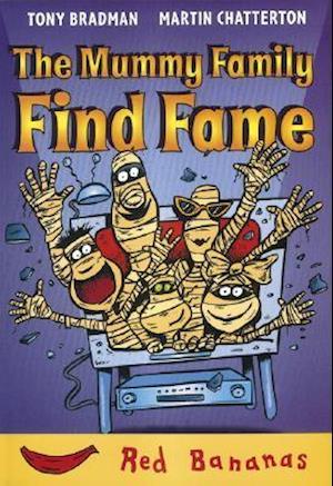 Bog, paperback The Mummy Family Find Fame af Tony Bradman