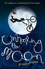 Unhooking the Moon af Gregory Hughes