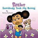 Siblins - Somebody Took My Bunny af Barry Richards