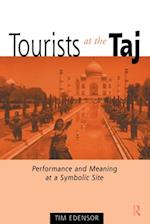 Tourists at the Taj af Tim Edensor