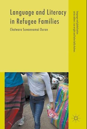 Bog, hardback Language and Literacy in Refugee Families af Chatwara Suwannamai Duran