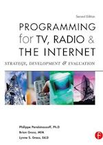 Programming for TV, Radio & The Internet af Lynne Gross