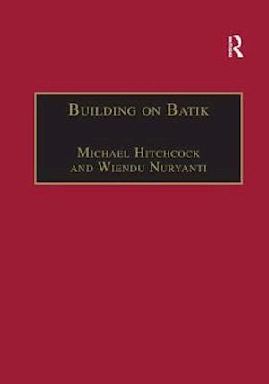 Bog, paperback Building on Batik af Michael Hitchcock