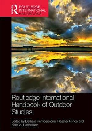 Bog, hardback Routledge International Handbook of Outdoor Studies af Barbara Humberstone