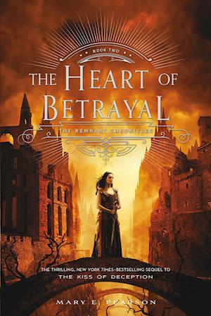 Bog, paperback The Heart of Betrayal af Mary E. Pearson