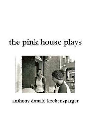 Bog, hæftet the pink house plays af Anthony Donald Kochensparger