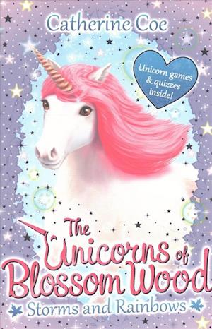Bog, paperback The Unicorns of Blossom Wood: Storms and Rainbows af Catherine Coe