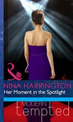 Her Moment in the Spotlight (Mills & Boon Modern Heat)