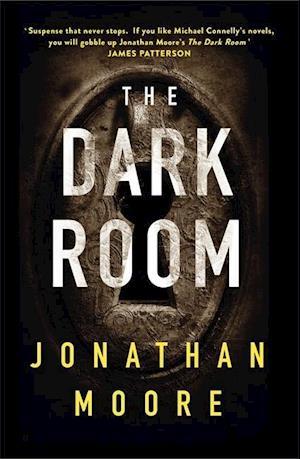 Bog, hardback The Dark Room af Jonathan Moore