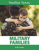 Military Families (Families Today, nr. 12)