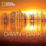 National Geographic Dawn to Dark Photographs af National Geographic Society
