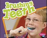 Brushing Teeth af Mari C. Schuh