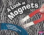 A Look at Magnets (Pebble Plus)