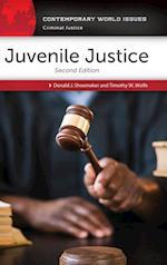 Juvenile Justice af Donald J. Shoemaker