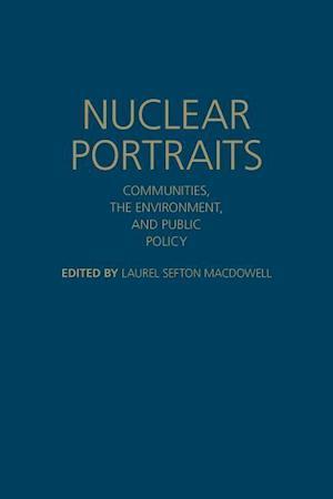 Bog, hardback Nuclear Portraits af Laurel Sefton MacDowell