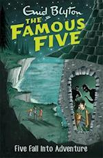 Five Fall into Adventure (The Famous Five, nr. 9)
