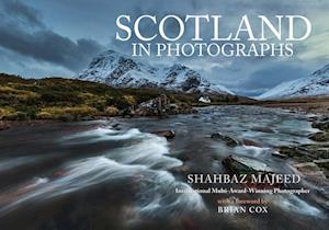 Bog, paperback Scotland in Photographs af Shahbaz Majeed