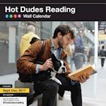 Hot Dudes Reading 2018 Calendar af Chronicle Books