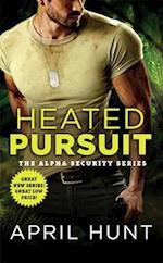 Heated Pursuit af April Hunt