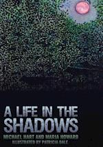 A Life in the Shadows af Michael Hart, Maria Howard