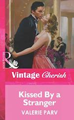 Kissed By a Stranger (Mills & Boon Vintage Cherish) af Valerie Parv