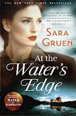 At the Water's Edge af Sara Gruen