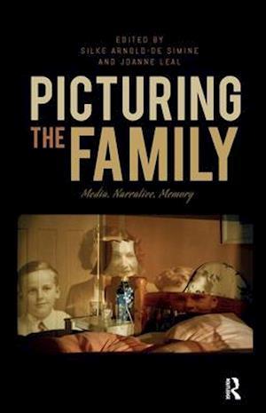 Bog, hardback Picturing the Family af Silke Arnold-de Simine