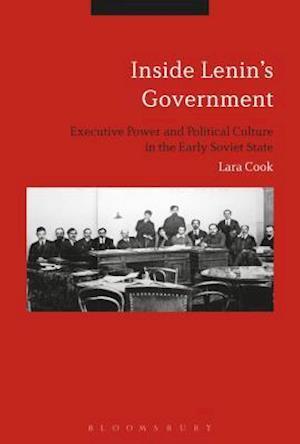 Bog, hardback Inside Lenin's Government af Lara Douds