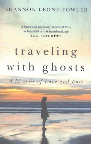 Bog, hardback Traveling with Ghosts af Shannon Leone Fowler