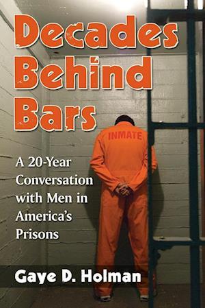 Bog, paperback Decades Behind Bars af Gaye Holman