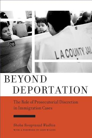 Bog, paperback Beyond Deportation af Shoba Sivaprasad Wadhia
