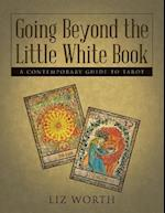 Going Beyond the Little White Book: A Contemporary Guide to Tarot af Liz Worth