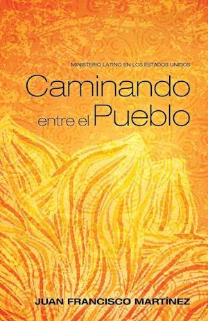 Bog, paperback Caminando Entre El Pueblo af Juan Francisco Martinez