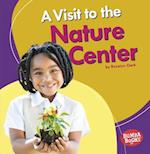 A Visit to the Nature Center (Bumba Books Places We Go)