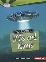 Mysterious UFOs and Aliens (Searchlight Books Fear Fest)