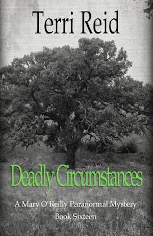 Bog, paperback Deadly Circumstances - A Mary O'Reilly Paranormal Mystery (Book 16) af Terri Reid